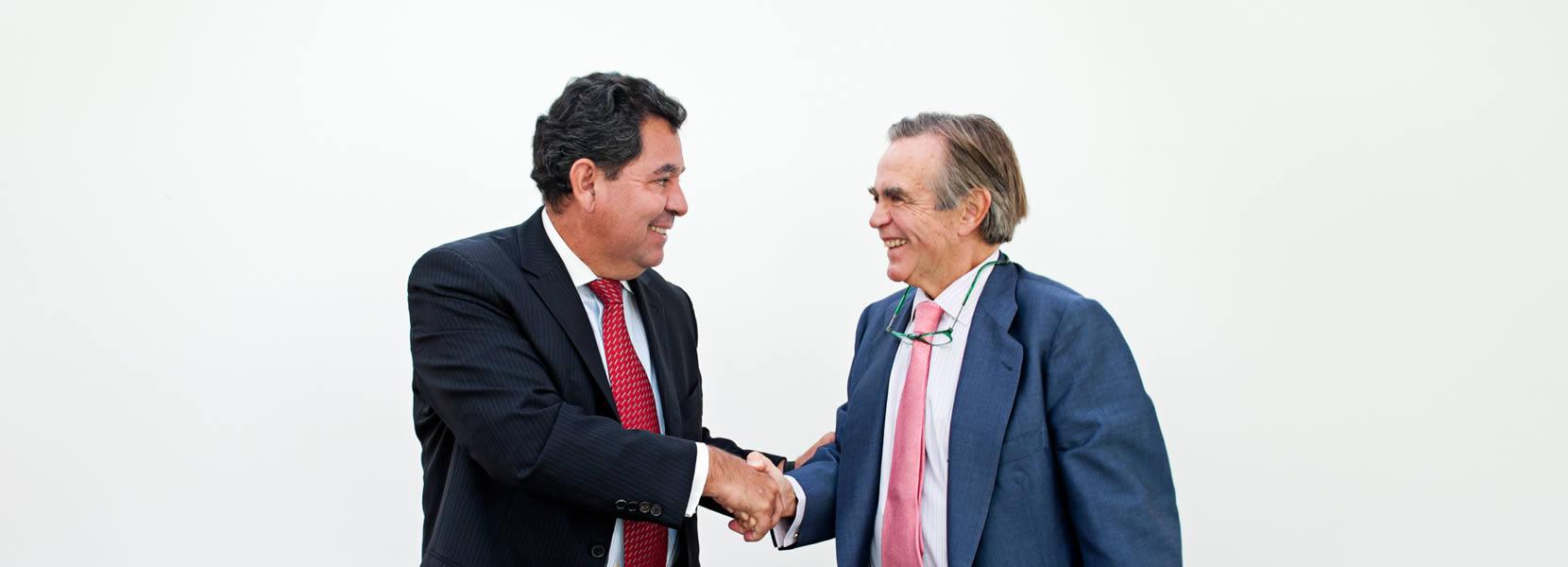 Firma de la beca Young Talented Leadership con Quirón