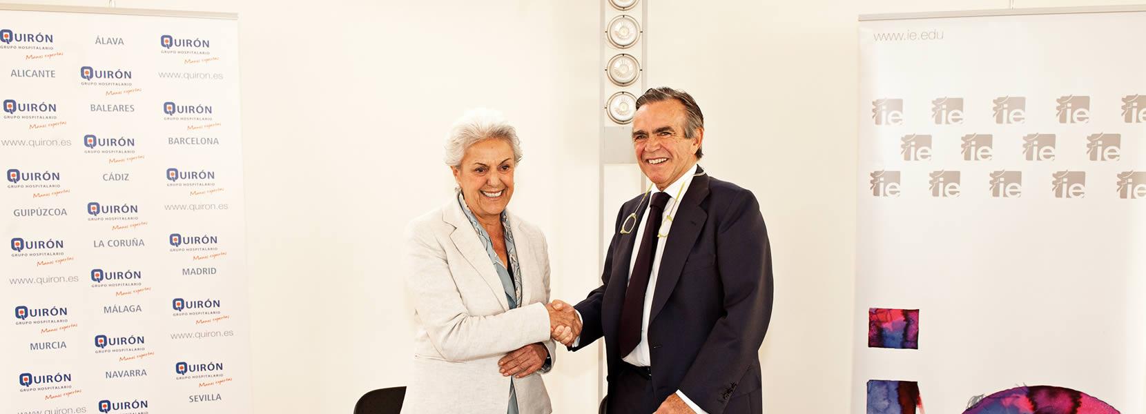 foto Firma de la beca Young Talented Leadership con Quirón